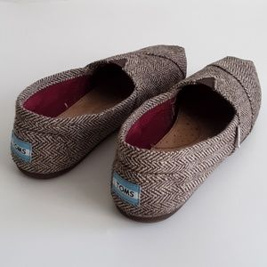 TOMS SLIP ON FLAT SHOES